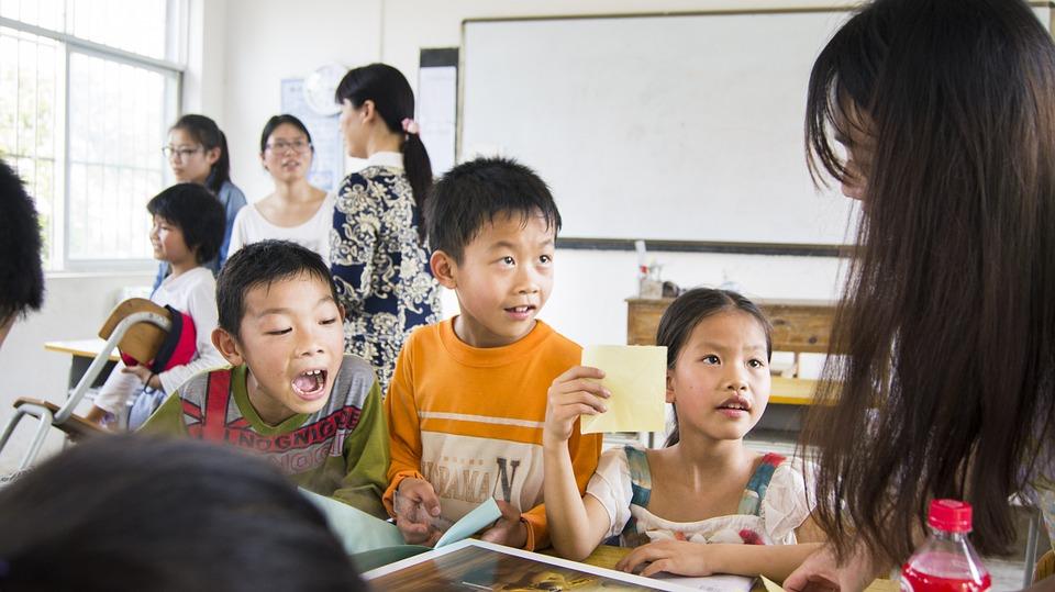 Ouders nemen een kijkje in de klas