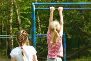 Verschillende typen kinderen tijdens het buitenspelen