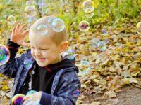 De 15 leukste buitenspeeltips voor jonge kinderen