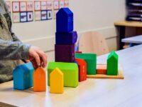 Review: gekleurde houten huisjes Grimms
