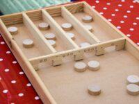 De tafels oefenen door te sjoelen