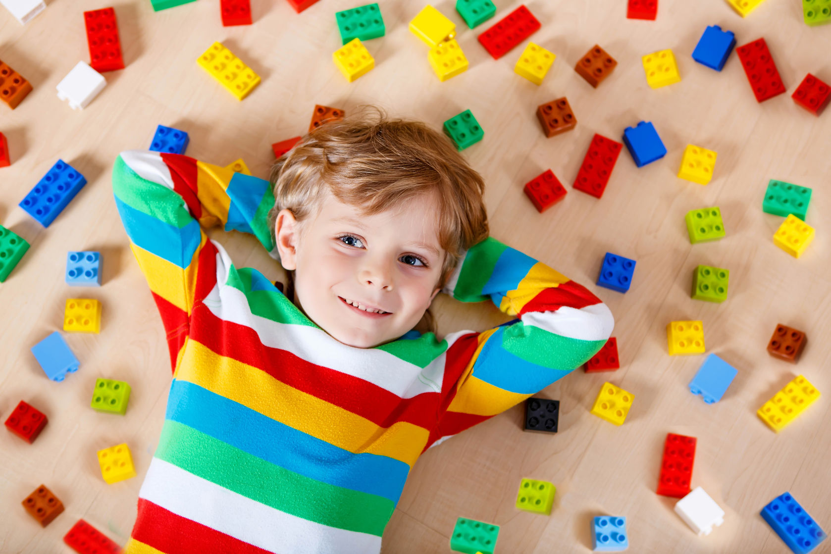 Dit leren kinderen van het spelen met lego
