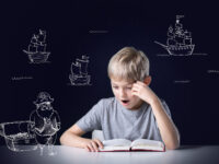 Hoe kan ik mijn kind thuis helpen met lezen?